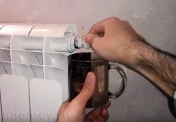 Как правильно выпустить воздух из батареи отопления?